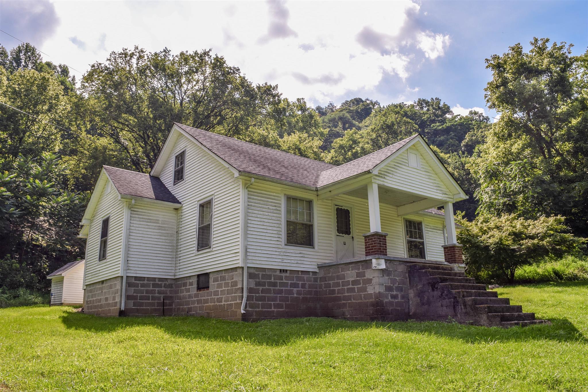 153 Dillehay Hollow Rd, Pleasant Shade, TN 37145