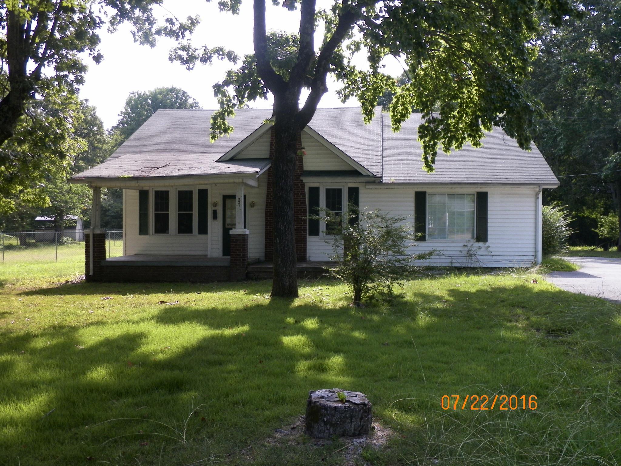 321 N Park St, Hohenwald, TN 38462