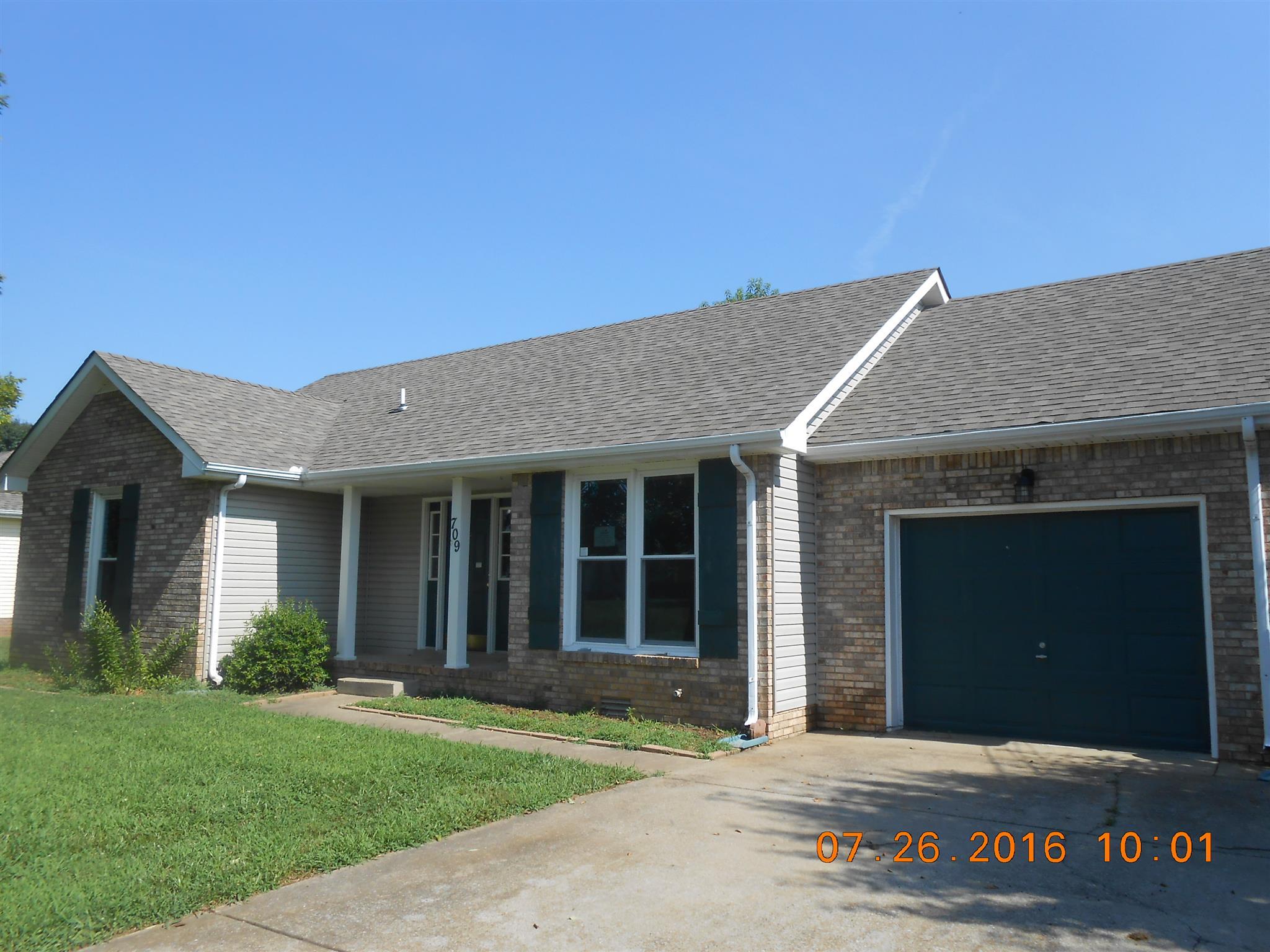 709 Buttercup Dr, Clarksville, TN 37040