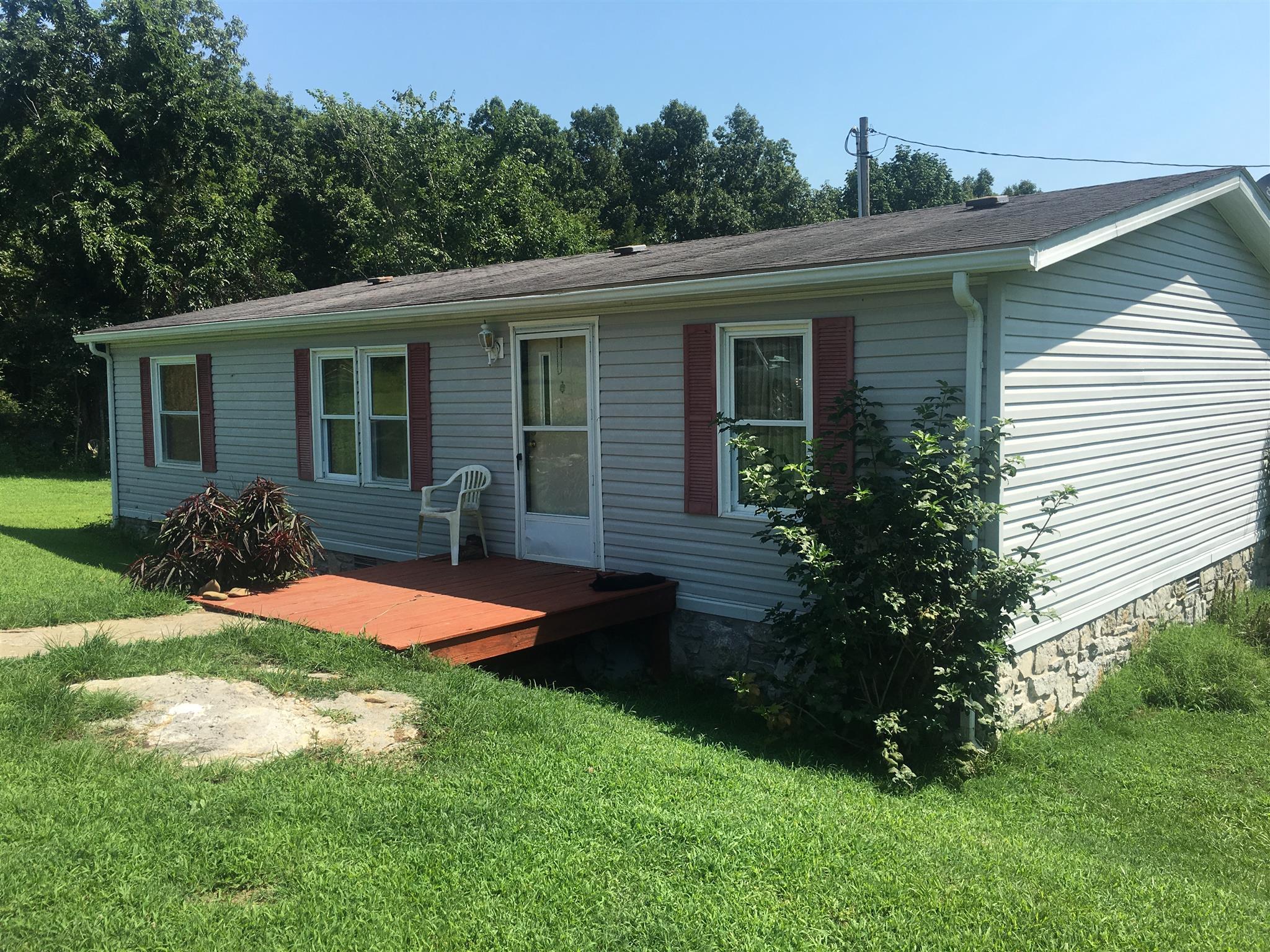 325 Belcher Ln, Hartsville, TN 37074