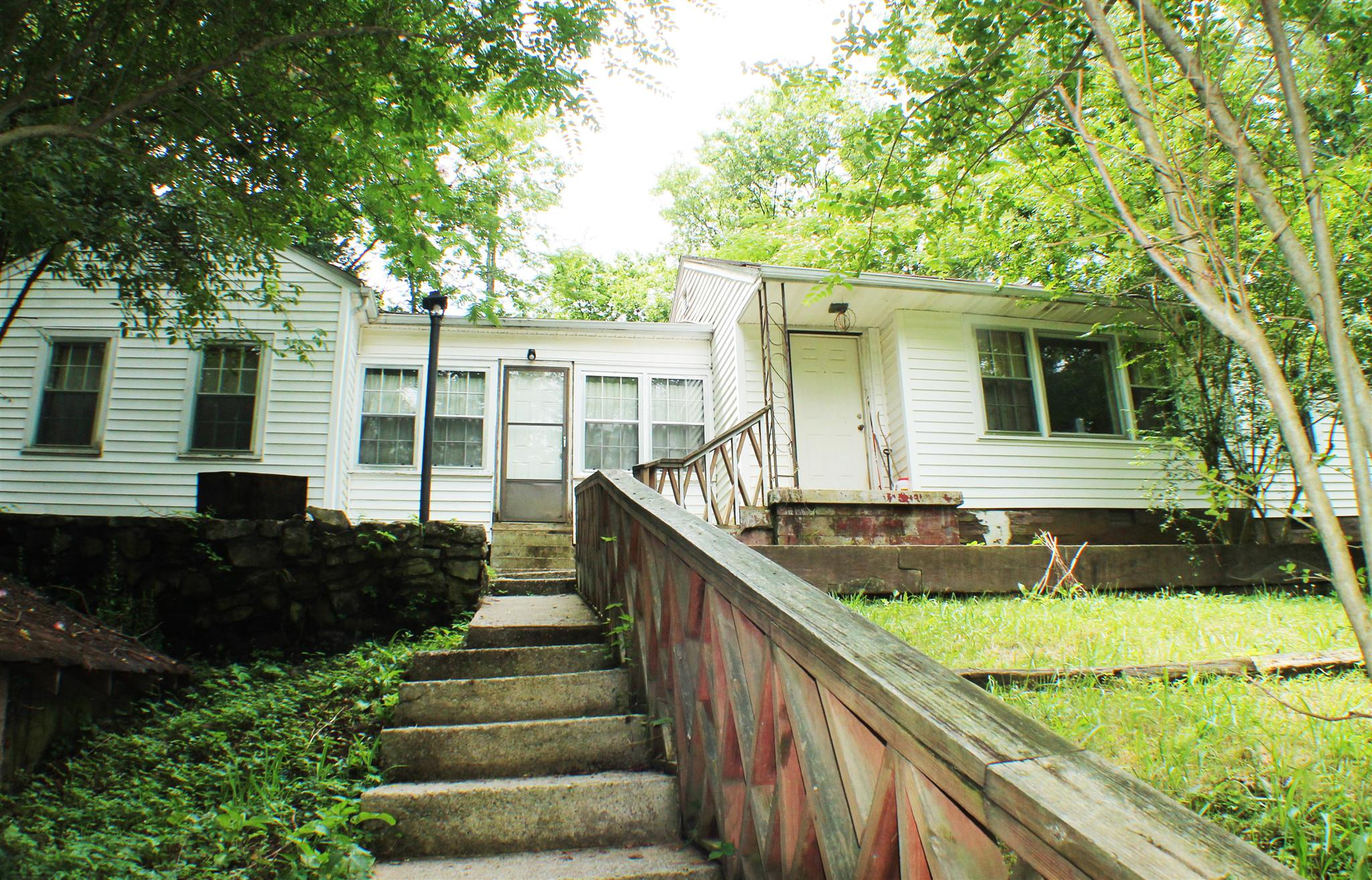 Photo of 708 Woodlawn Dr  Clarksville  TN