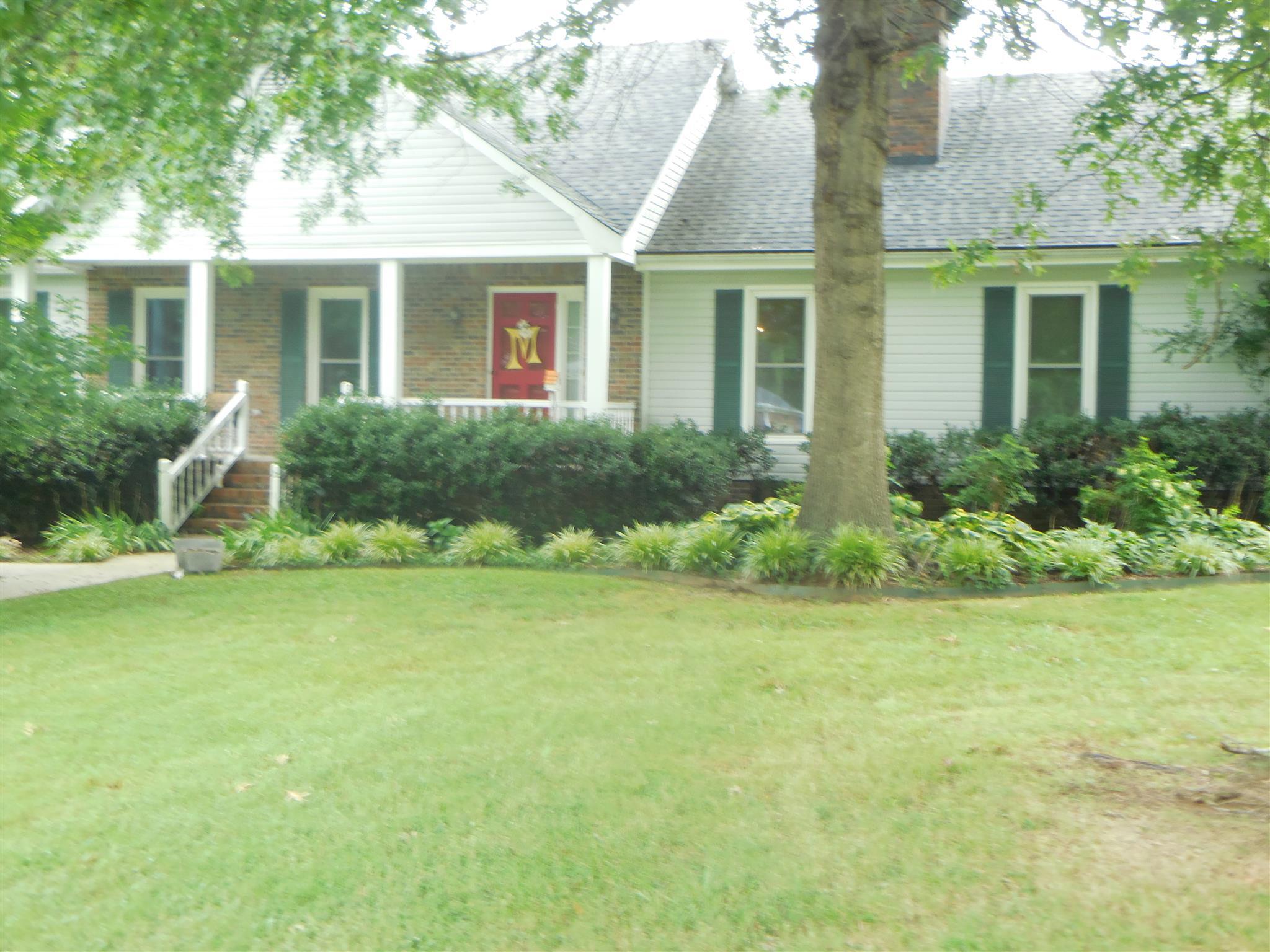 805 Fairway Dr, Fayetteville, TN 37334