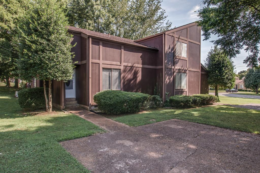 Photo of 555 Doral Country Dr  Nashville  TN