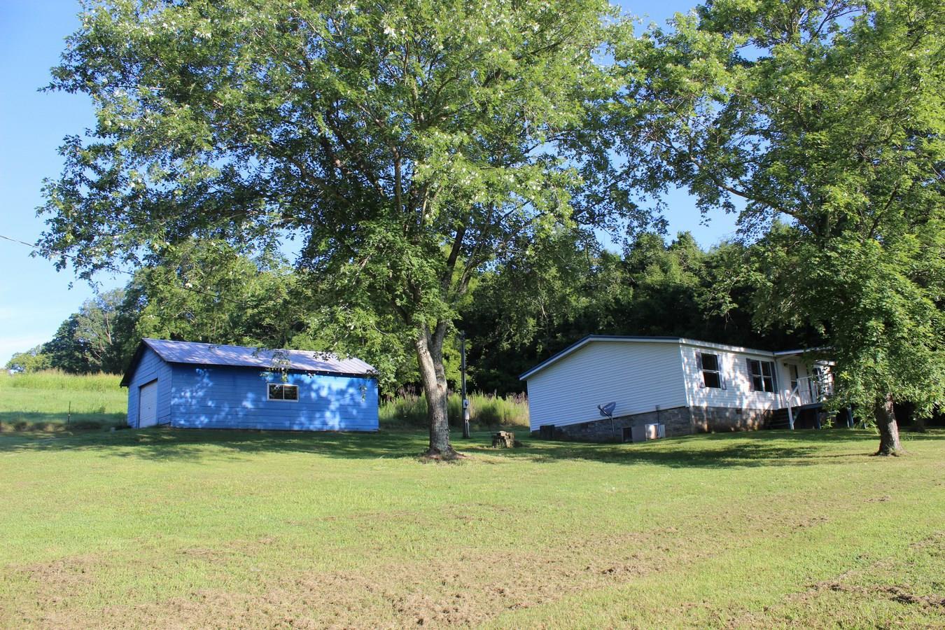 2594 Graham Rd, Culleoka, TN 38451