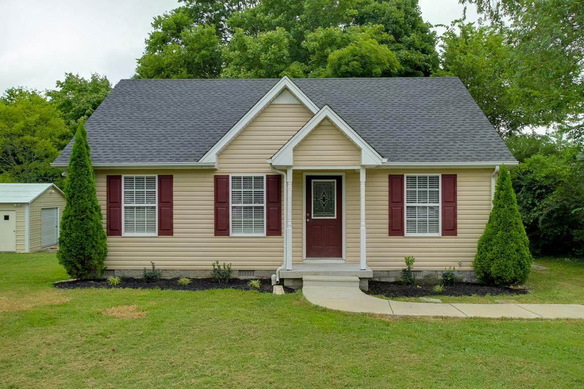 511 W College St, Greenbrier, TN 37073