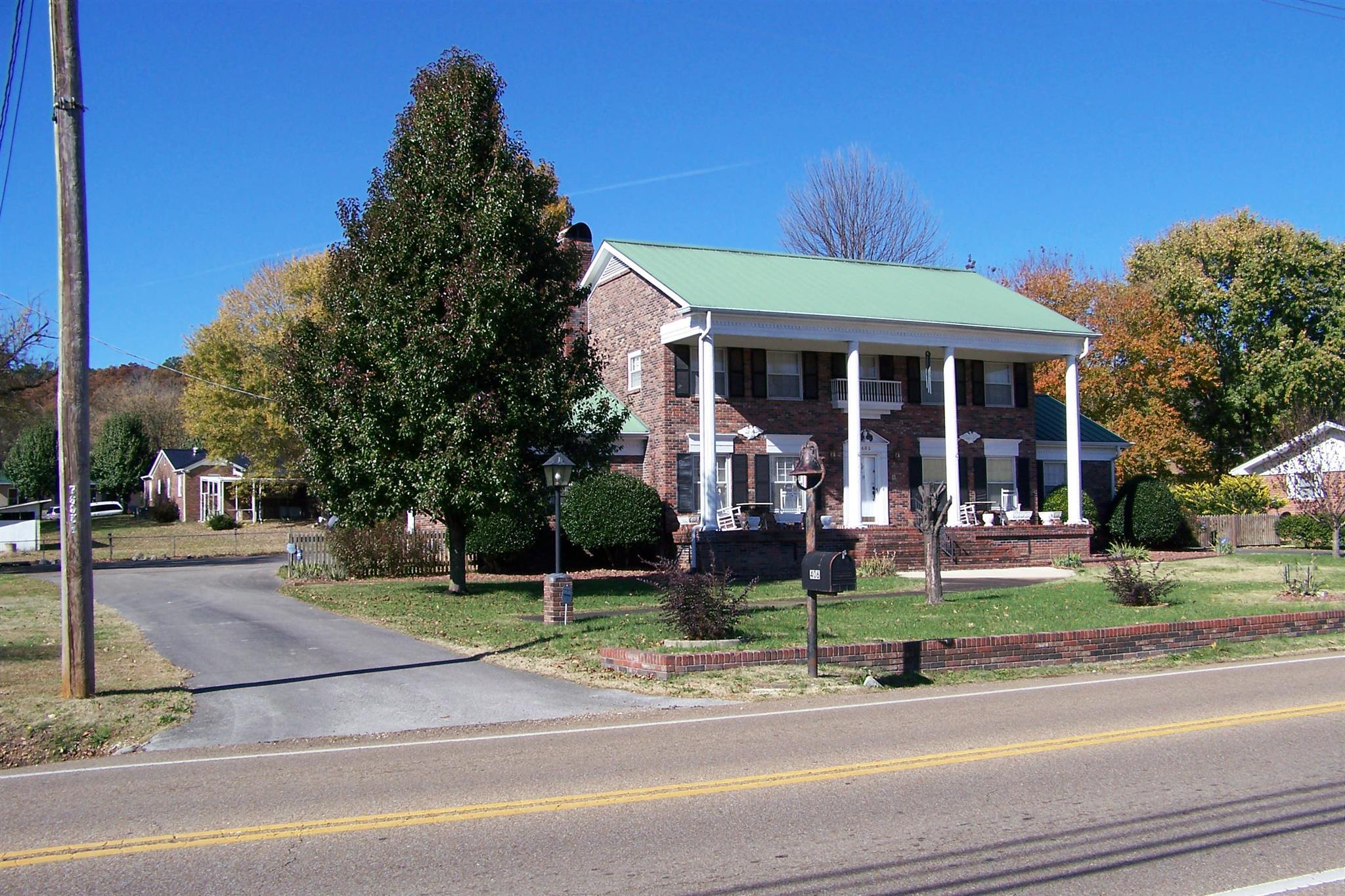 406 S Main St, Waynesboro, TN 38485