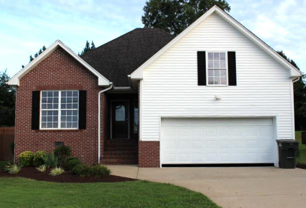 233 Green Hills Dr, Springfield, TN 37172