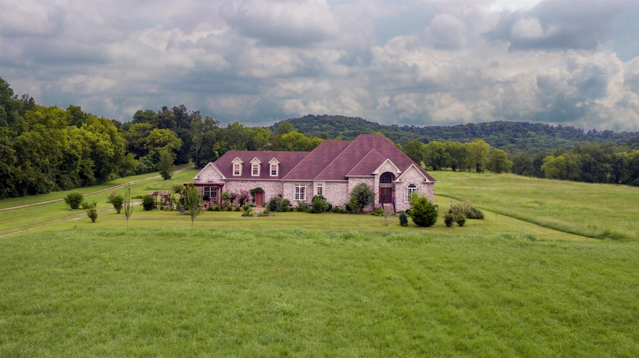 265 Dry Fork Creek Rd, Bethpage, TN 37022