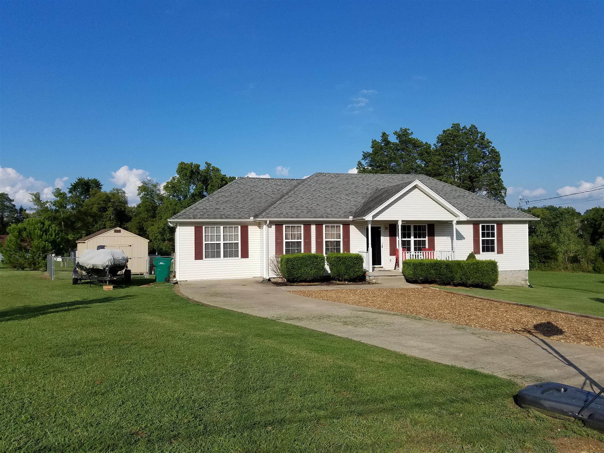 2103 Grove Mill Ct, La Vergne, TN 37086