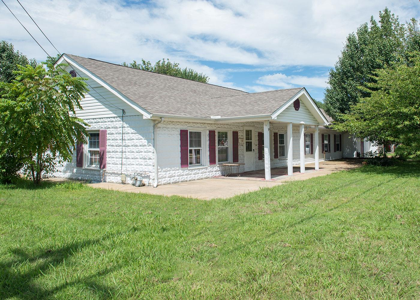 Photo of 100 N Pine St  Hohenwald  TN