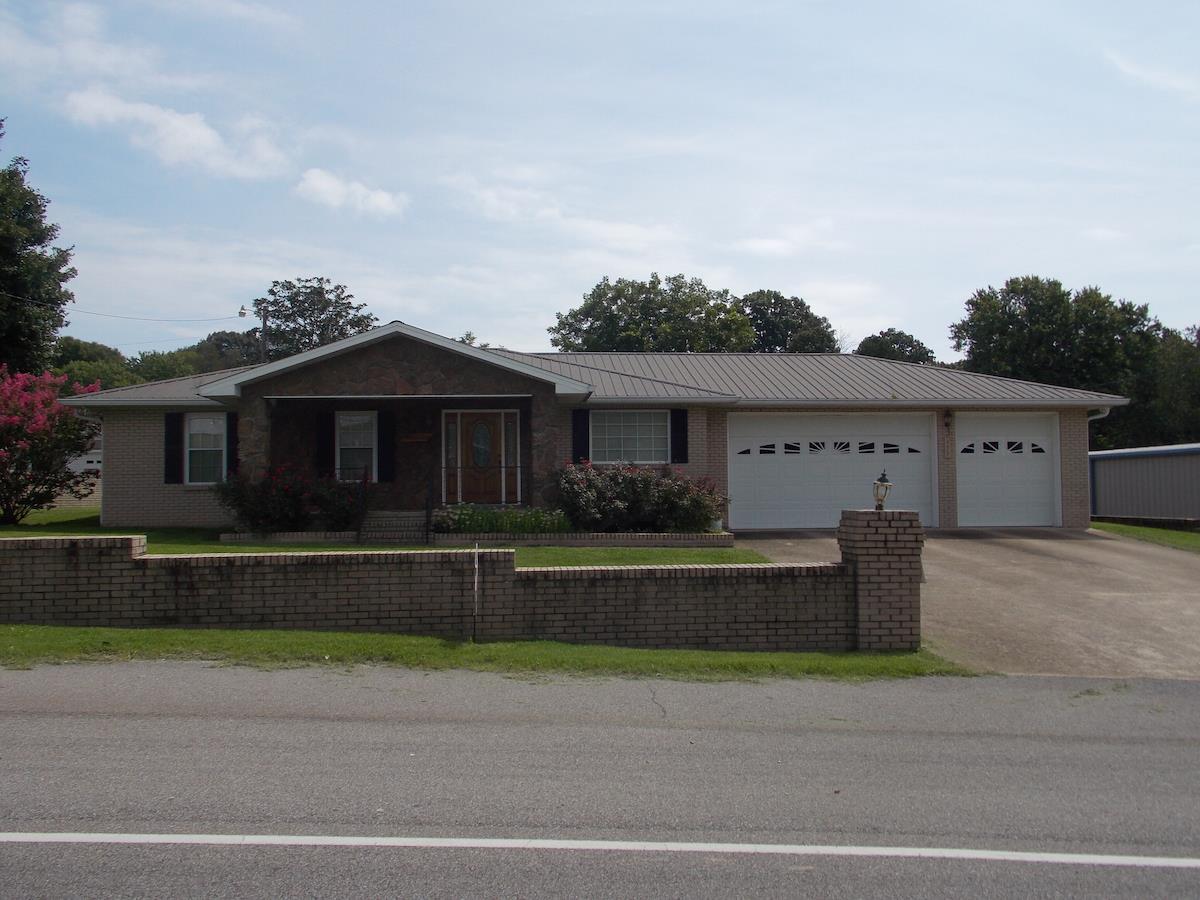 Photo of 195 S Main St  Lobelville  TN