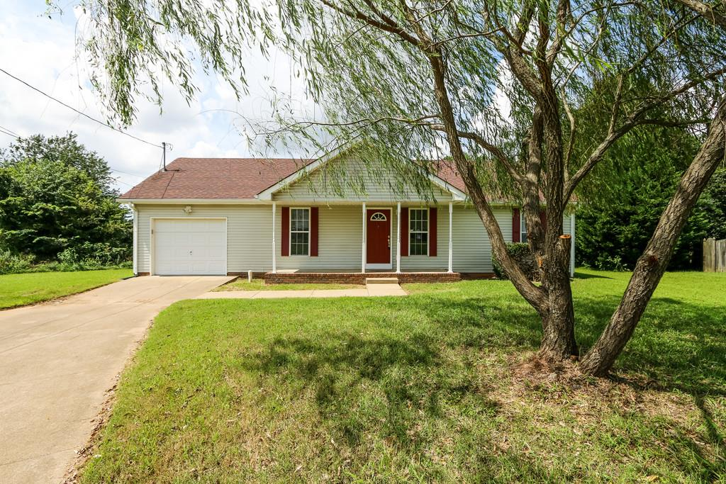 186 Oak Tree Dr, Oak Grove, KY 42262
