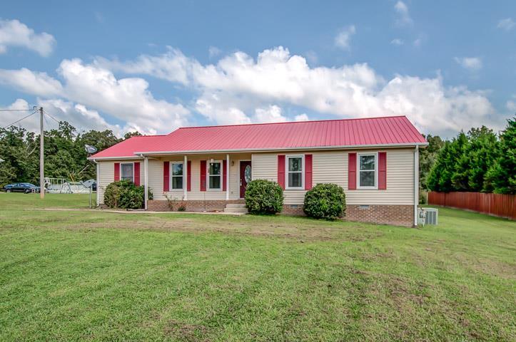1067 Lewis Rd, Burns, TN 37029