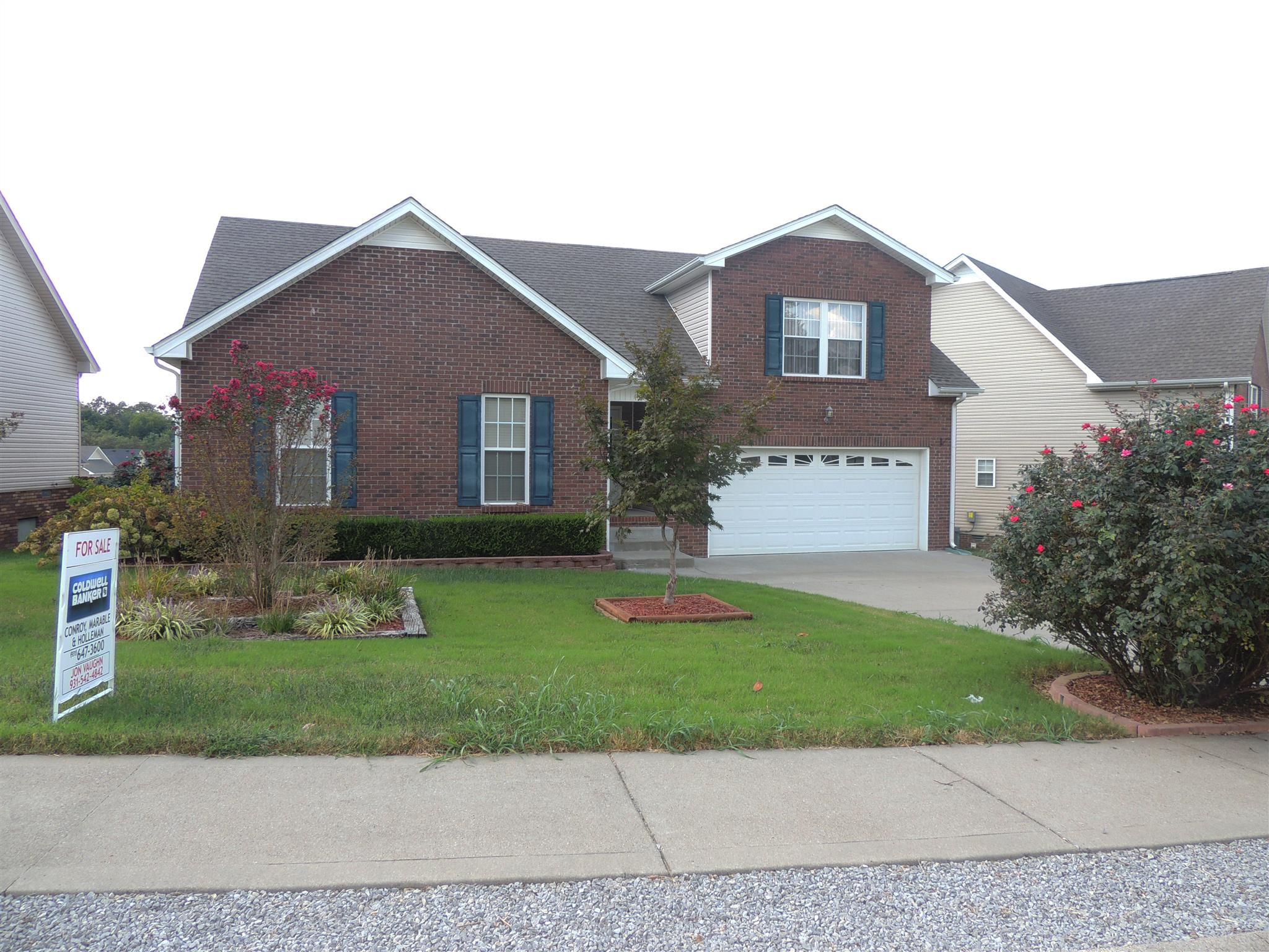 676 Foxfield Dr, Clarksville, TN 37042