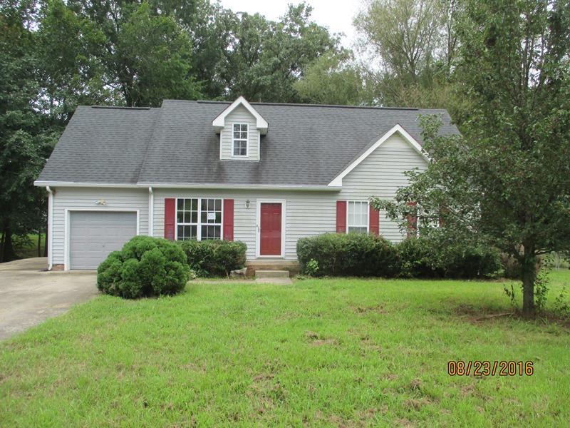 2944 Charlie Sleigh Rd, Woodlawn, TN 37191