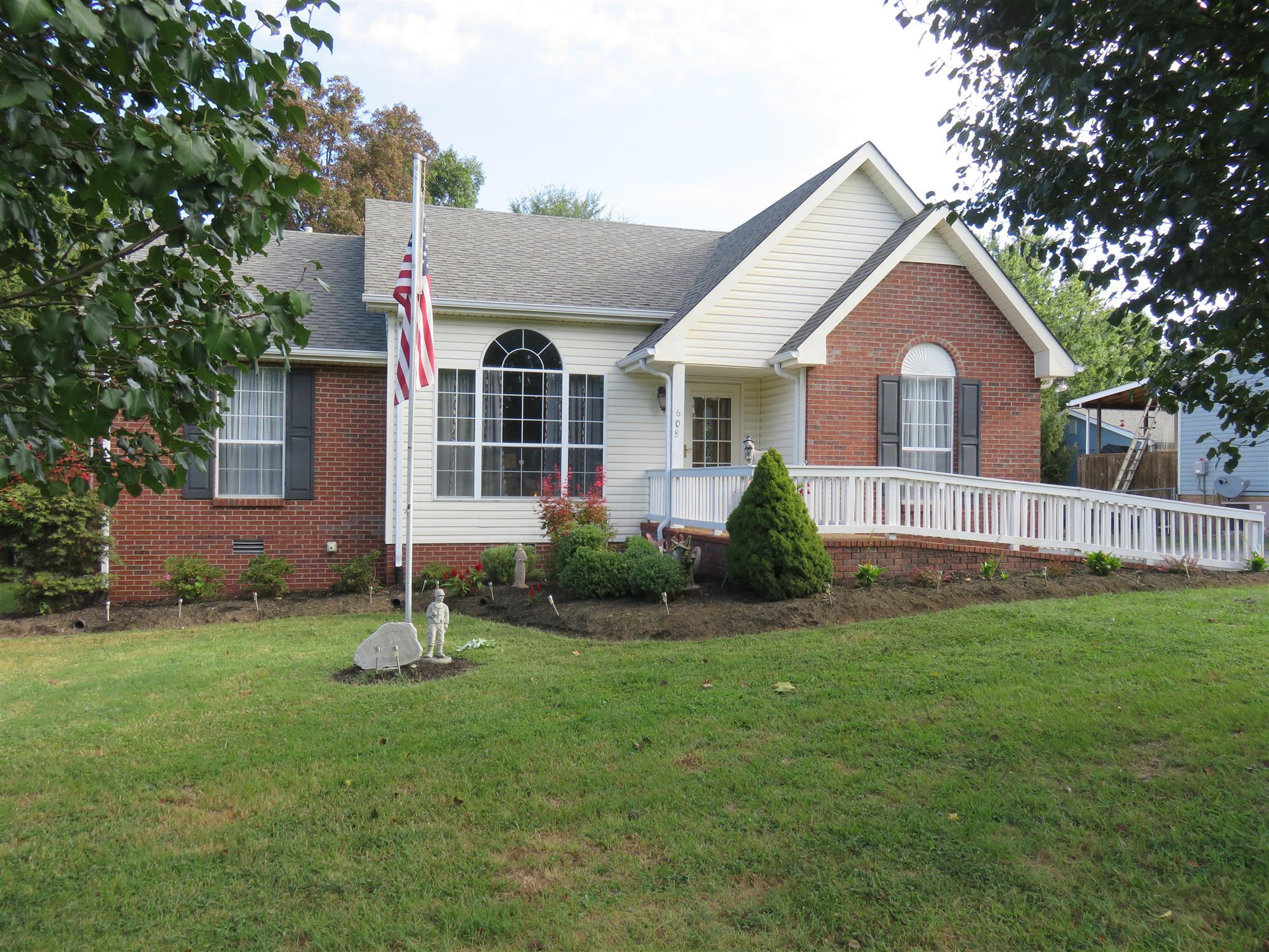 608 Highland Dr, White House, TN 37188