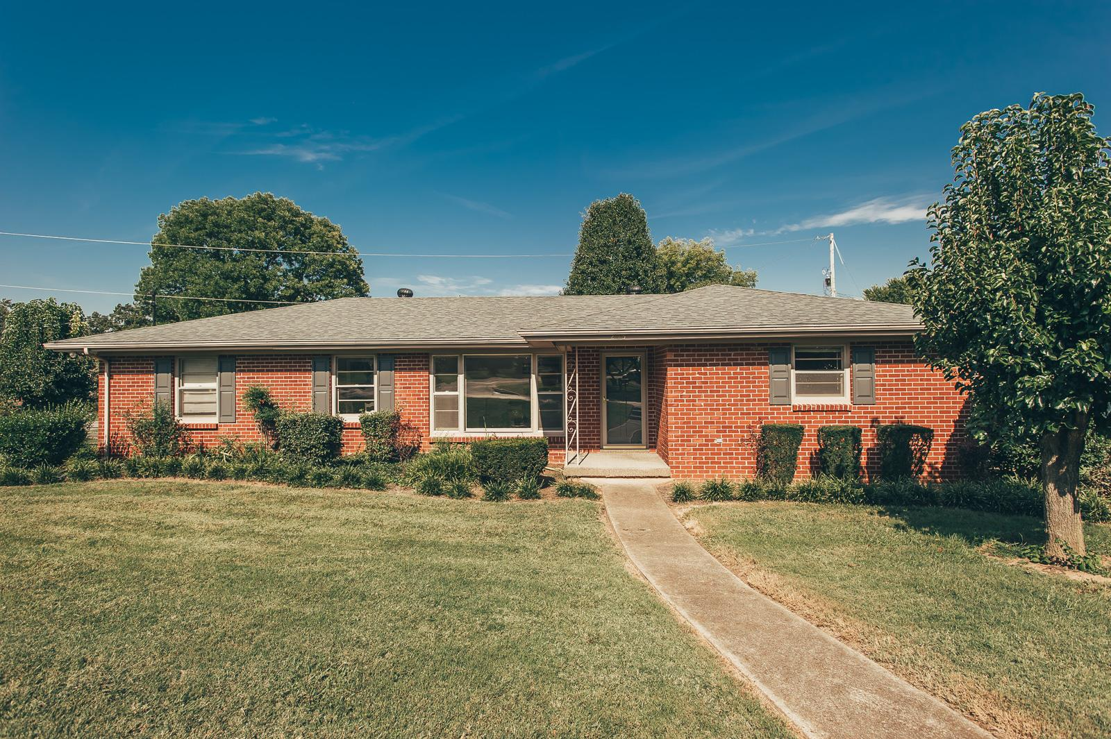 Photo of 205 Blackpatch Dr  Springfield  TN