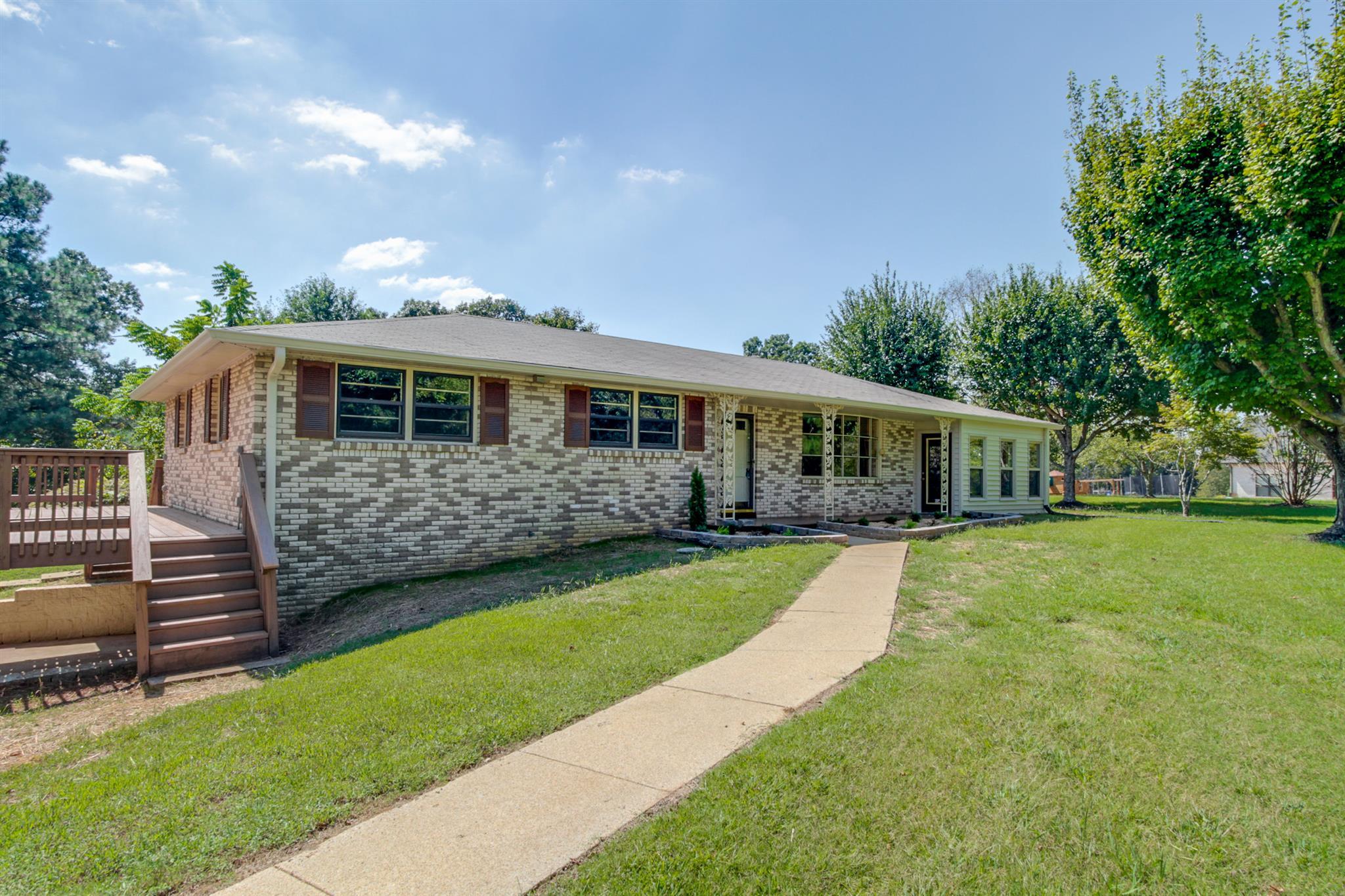 1730 Hogue Rd, Clarksville, TN 37040