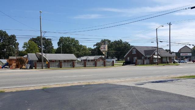 900 N Locust Ave, Lawrenceburg, TN 38464