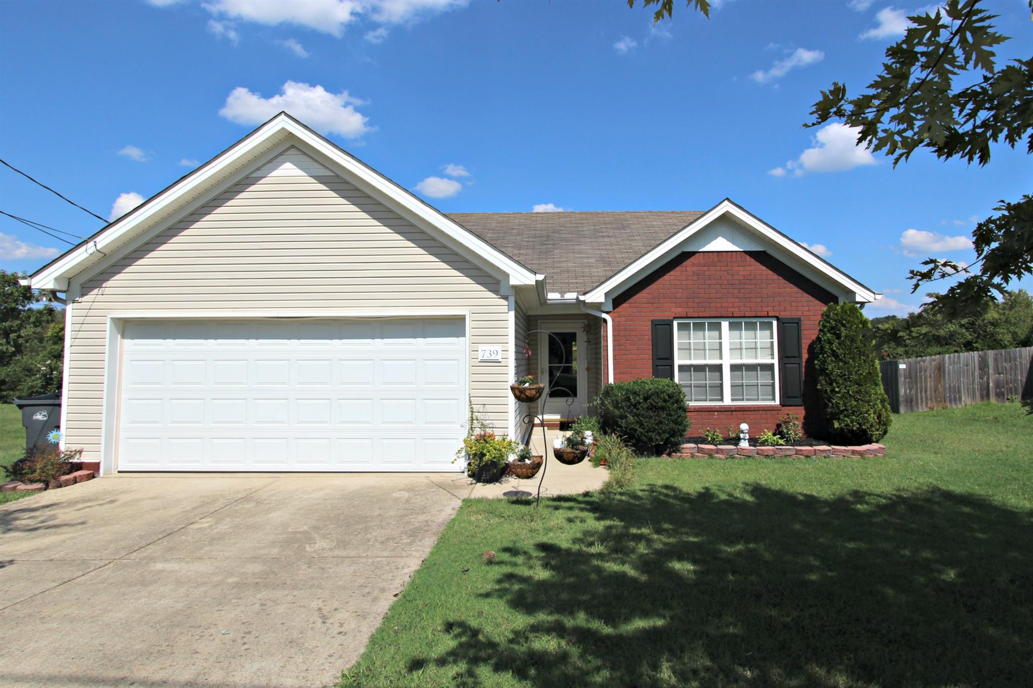 739 Autumn Ridge Ln, Columbia, TN 38401