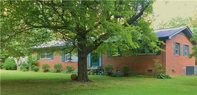 816 Lake Odonnell Rd, Sewanee, TN 37375