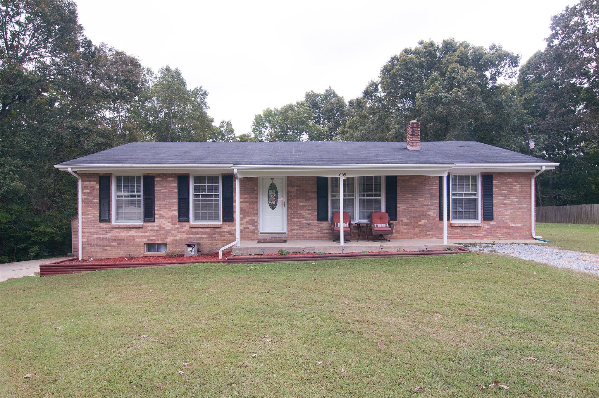 Photo of 1009 Twin Oaks Dr  White Bluff  TN