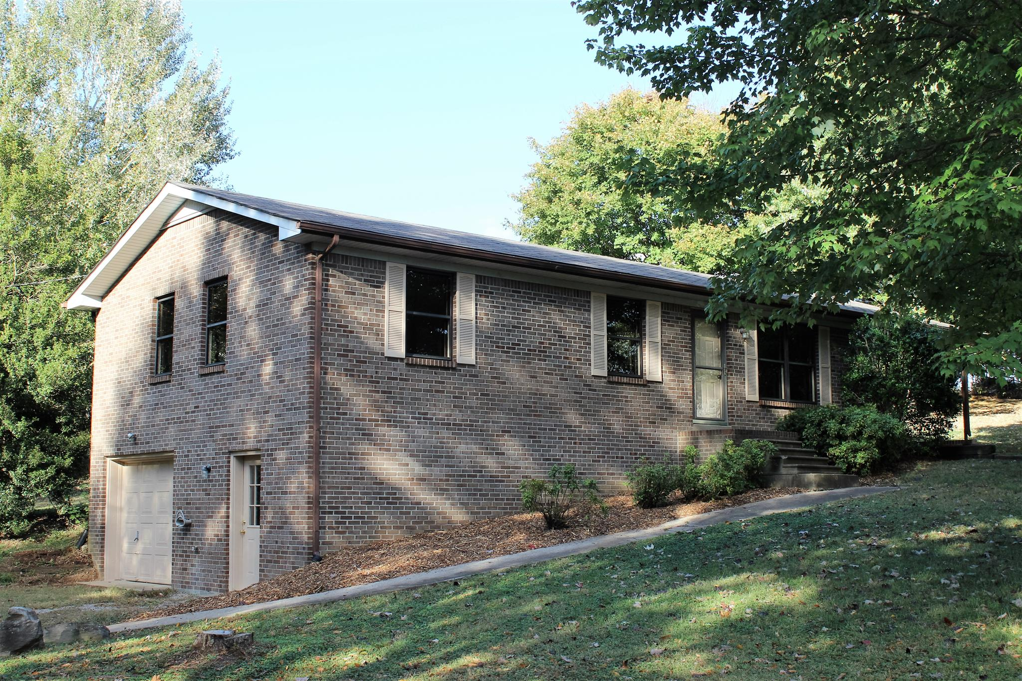 Photo of 200 VALLEY DR  Springfield  TN