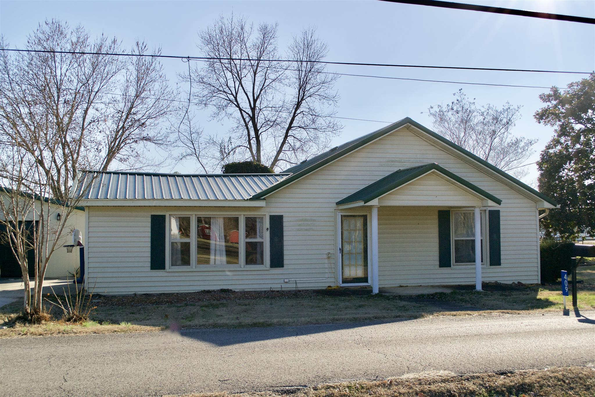 Photo of 409 Franklin St  Cowan  TN