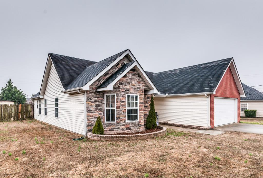 2295 Rosecran Cir, La Vergne, TN 37086