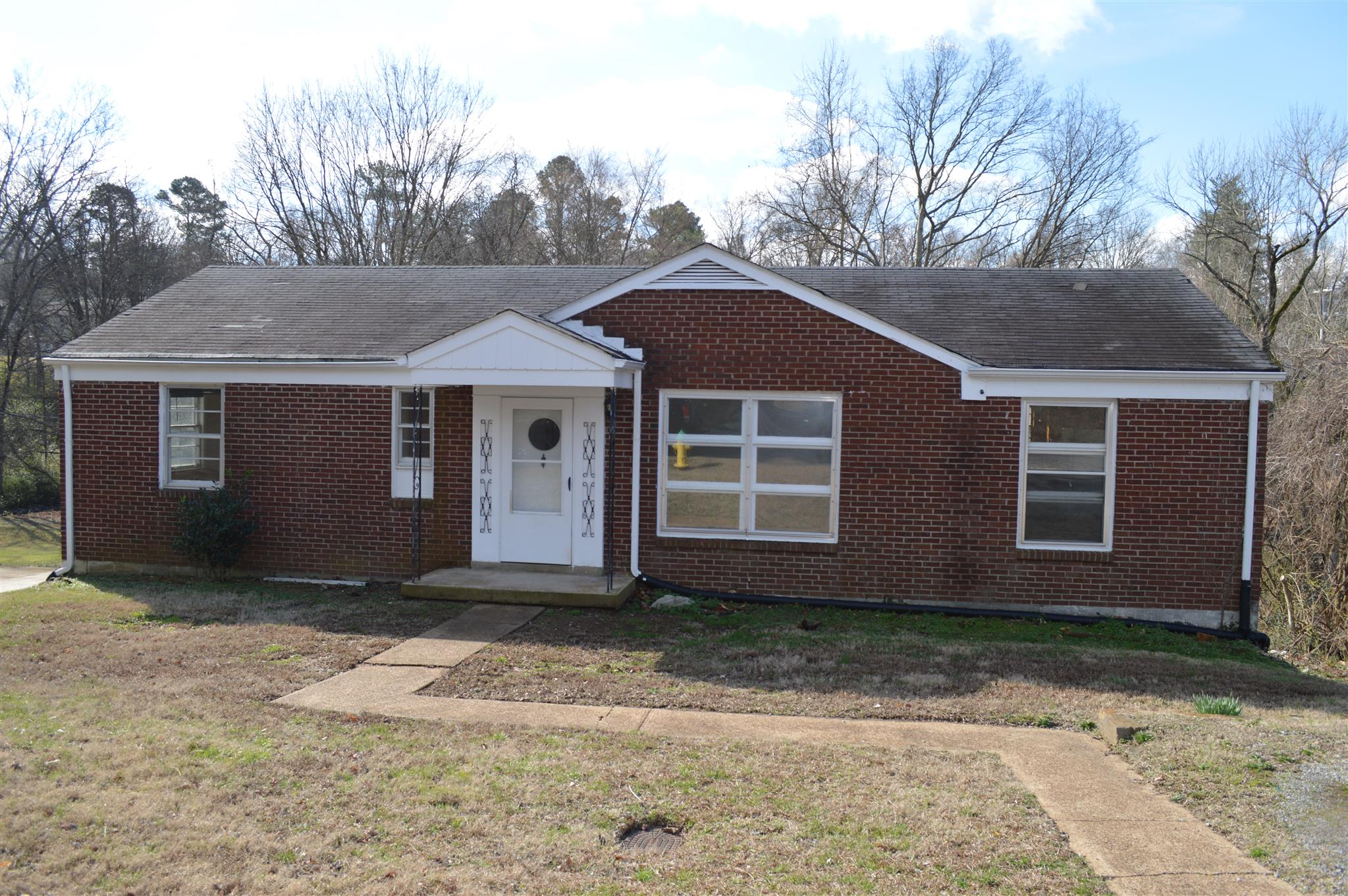 1075 Forrest Dr, Clarksville, TN 37040