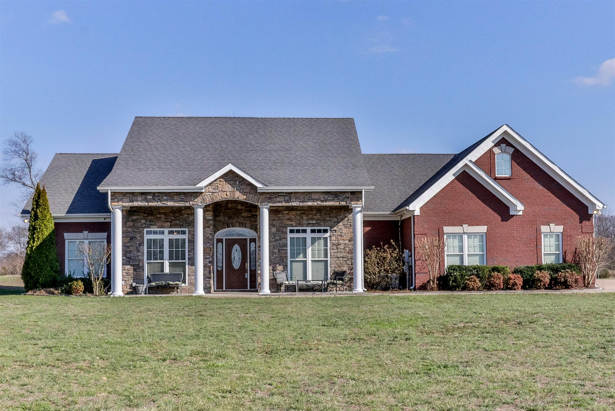 4037 Pleasant Gate Ln, Columbia, TN 38401