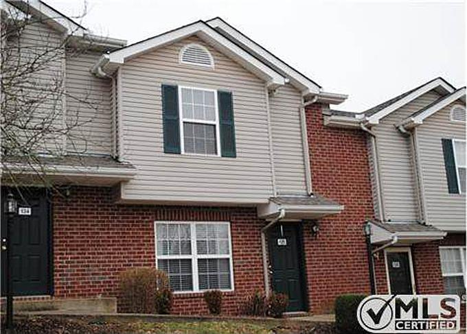 Townhome property for sale at 132 Waterview Dr, Hendersonville Tennessee 37075
