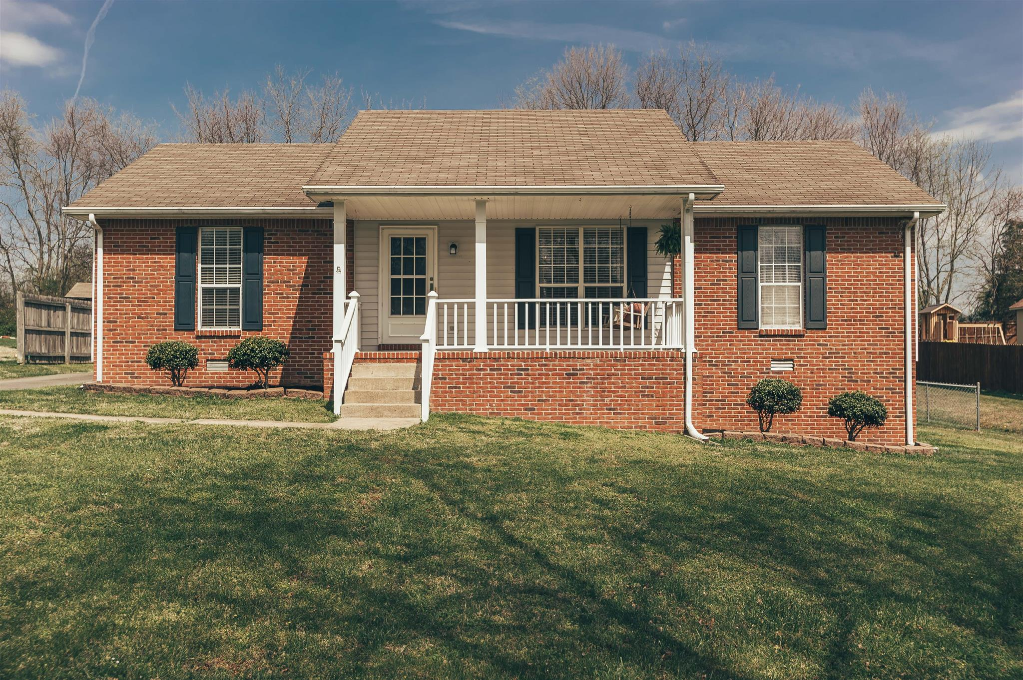 Photo of 2002 Orchard Dr  Greenbrier  TN