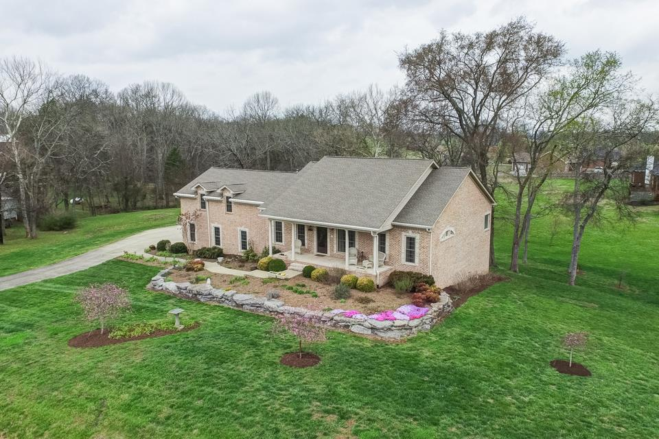Photo of 108 E Robertson Rd  Castalian Springs  TN