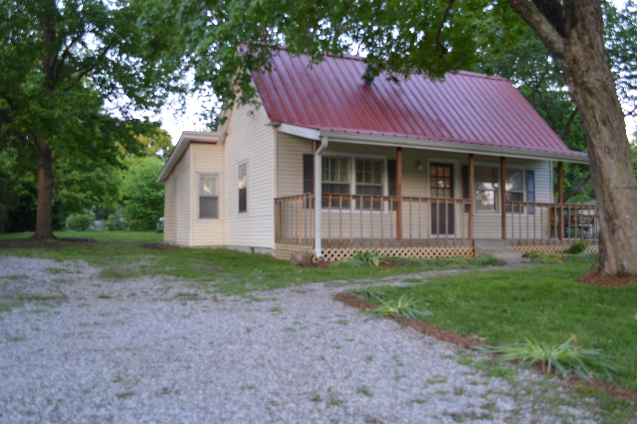 Photo of 2527 Old Greenbrier Pike  Greenbrier  TN