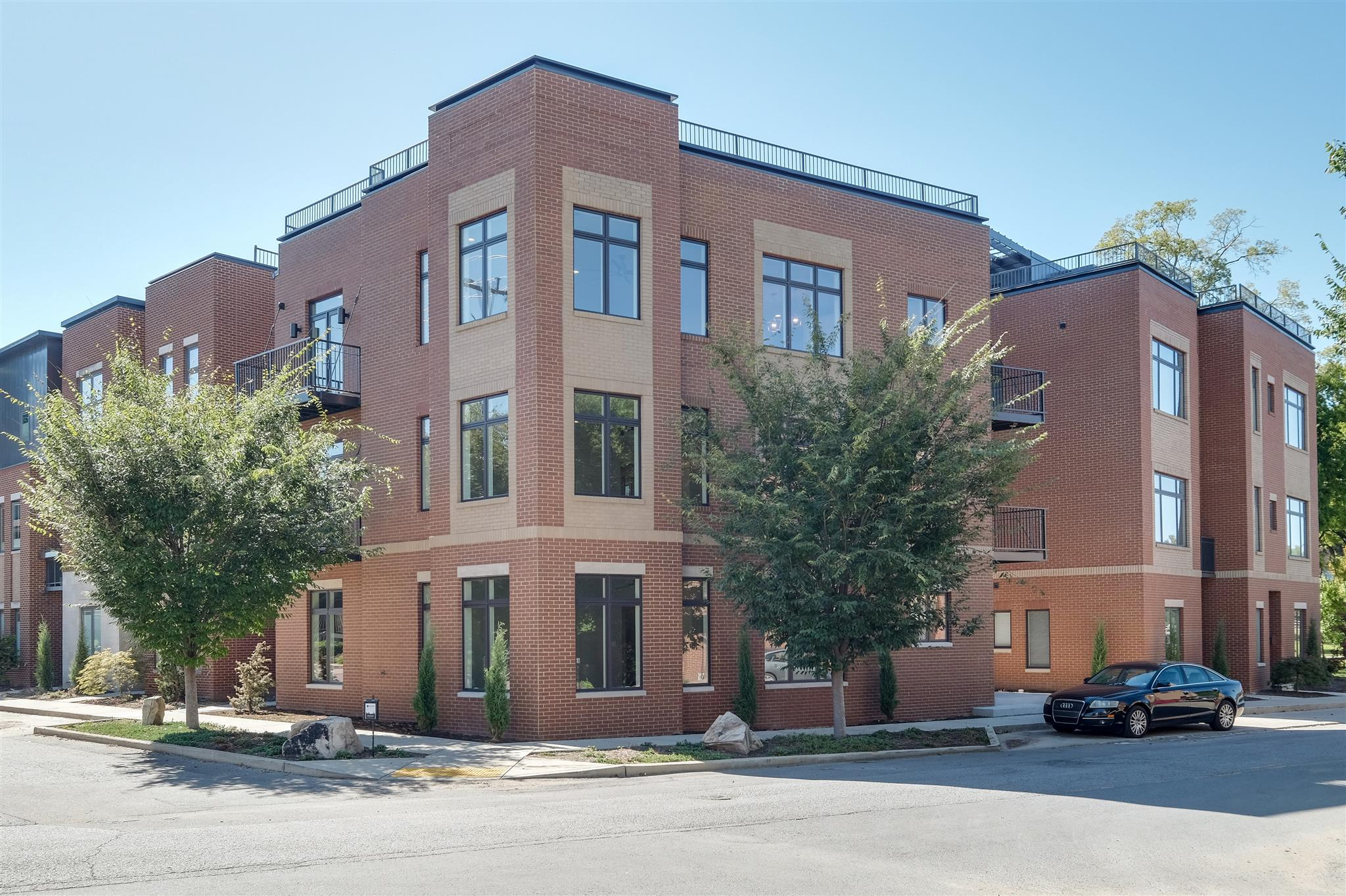 Horiz. Property Regime-Attached, Contemporary - Nashville, TN (photo 2)