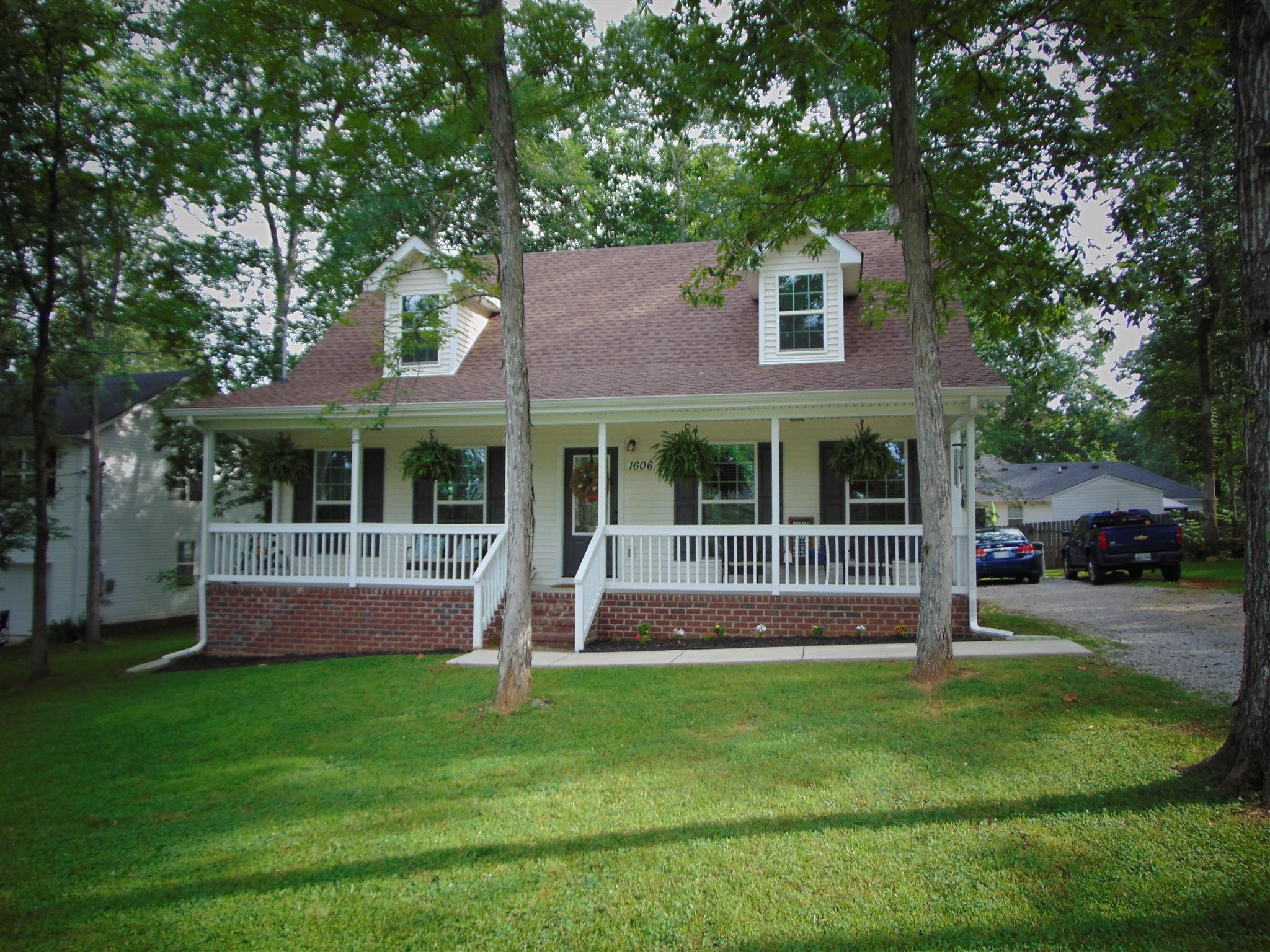 Photo of 1606 Tree Trunk Ln  Chapel Hill  TN