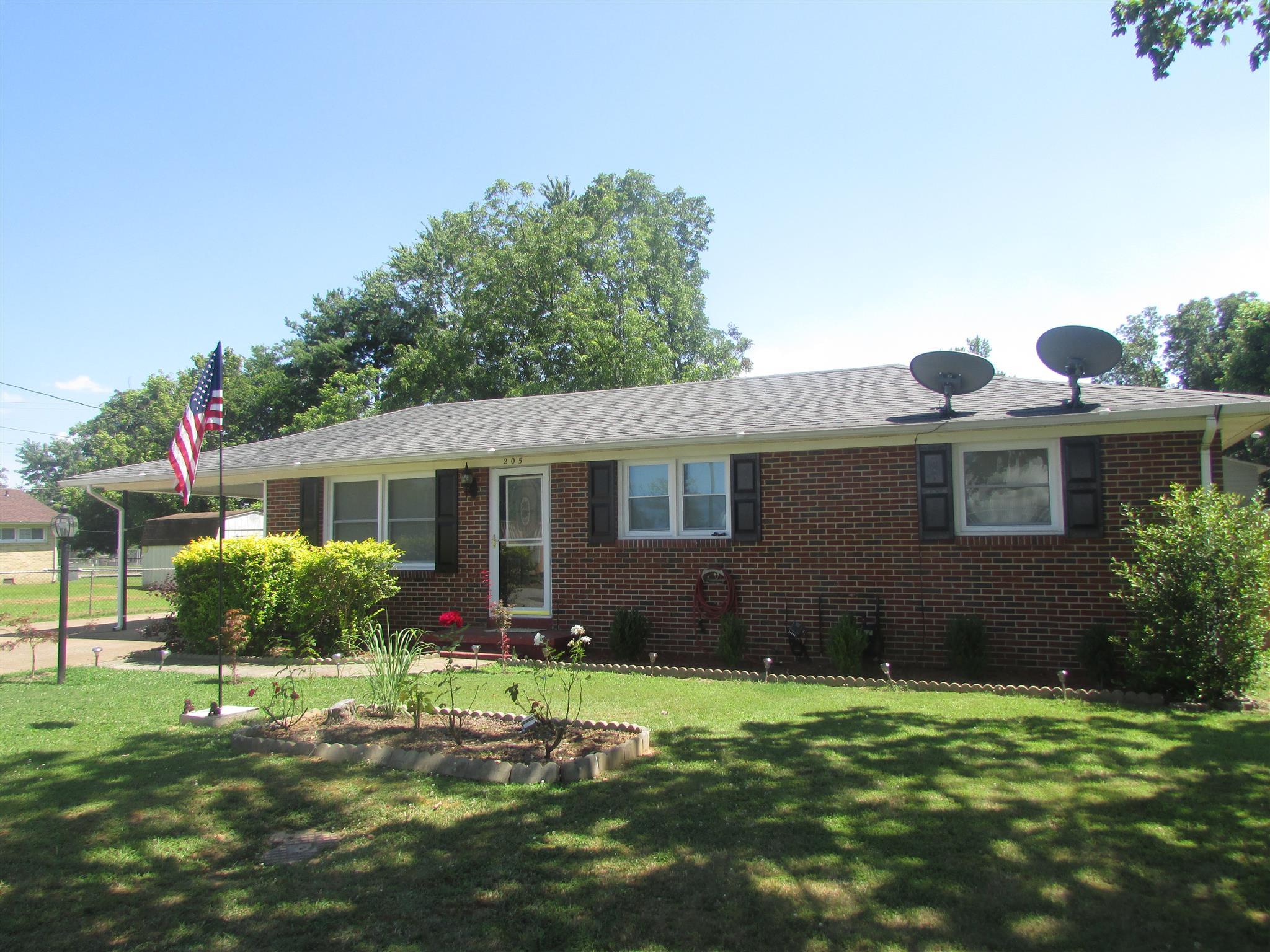 Photo of 205 Jackson St W  Lawrenceburg  TN