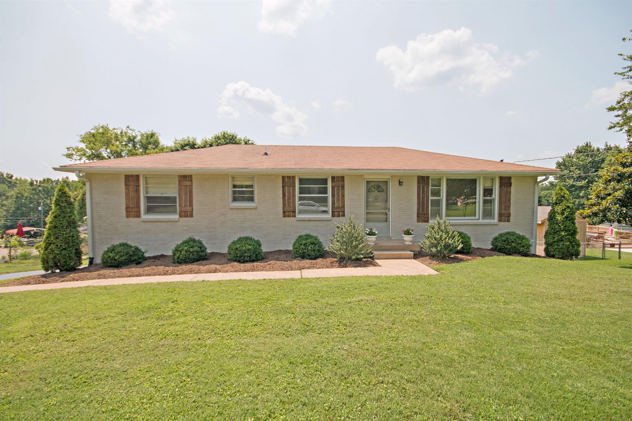 Photo of 131 Colonial Dr  Hendersonville  TN