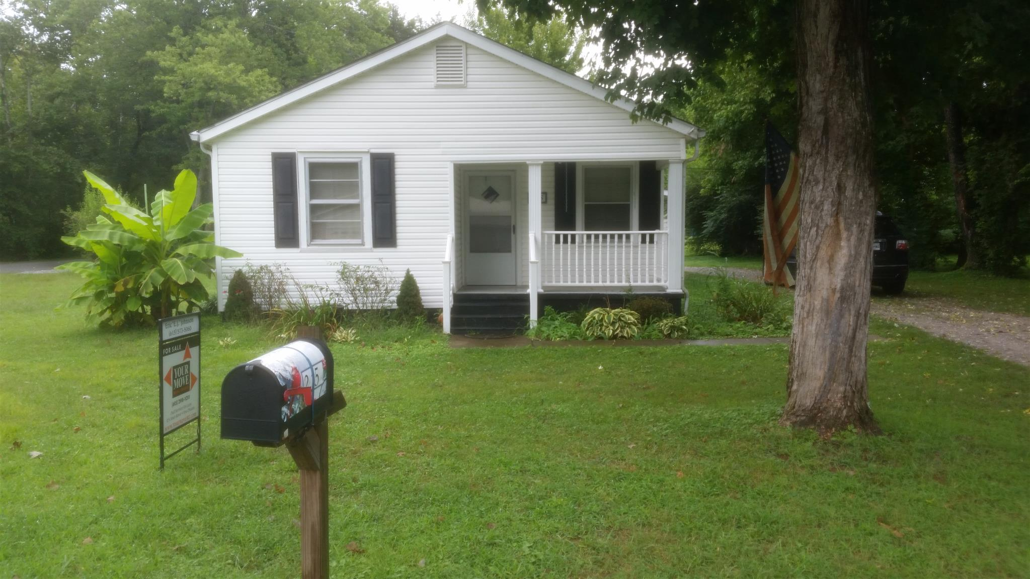 Photo of 215 Park Cir  Waverly  TN