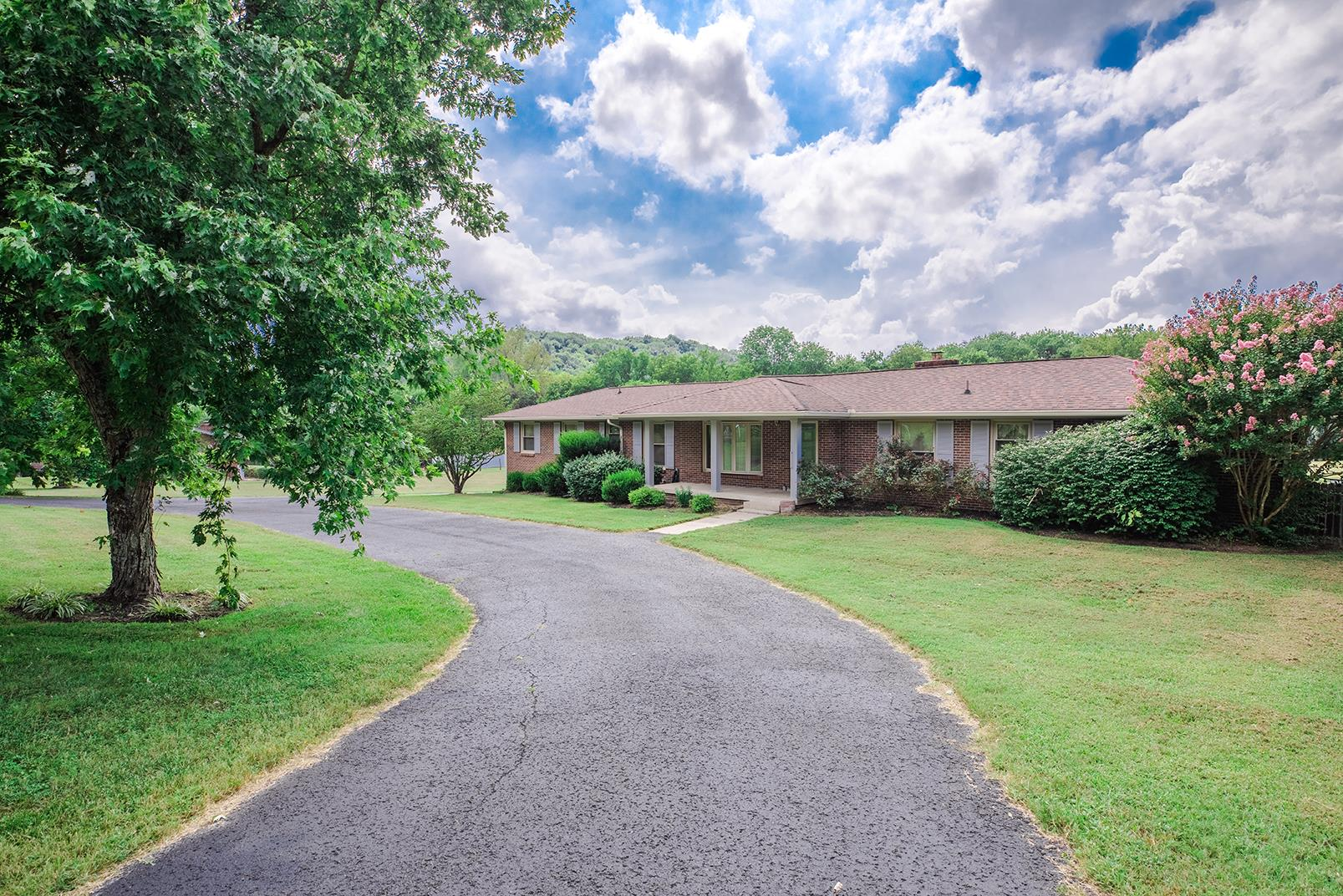Photo of 915 Old Dickerson Rd  Goodlettsville  TN
