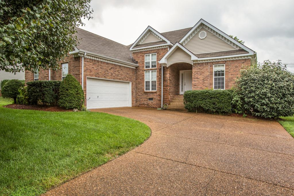 Photo of 2812 Iroquois Dr  Thompsons Station  TN