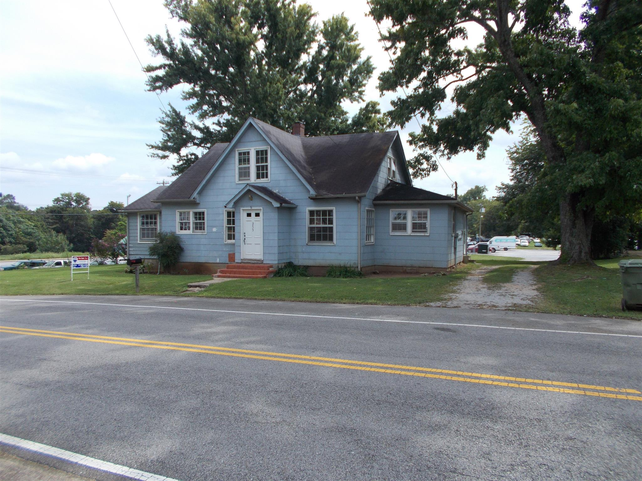 Photo of 253 E Taylor St  Lawrenceburg  TN
