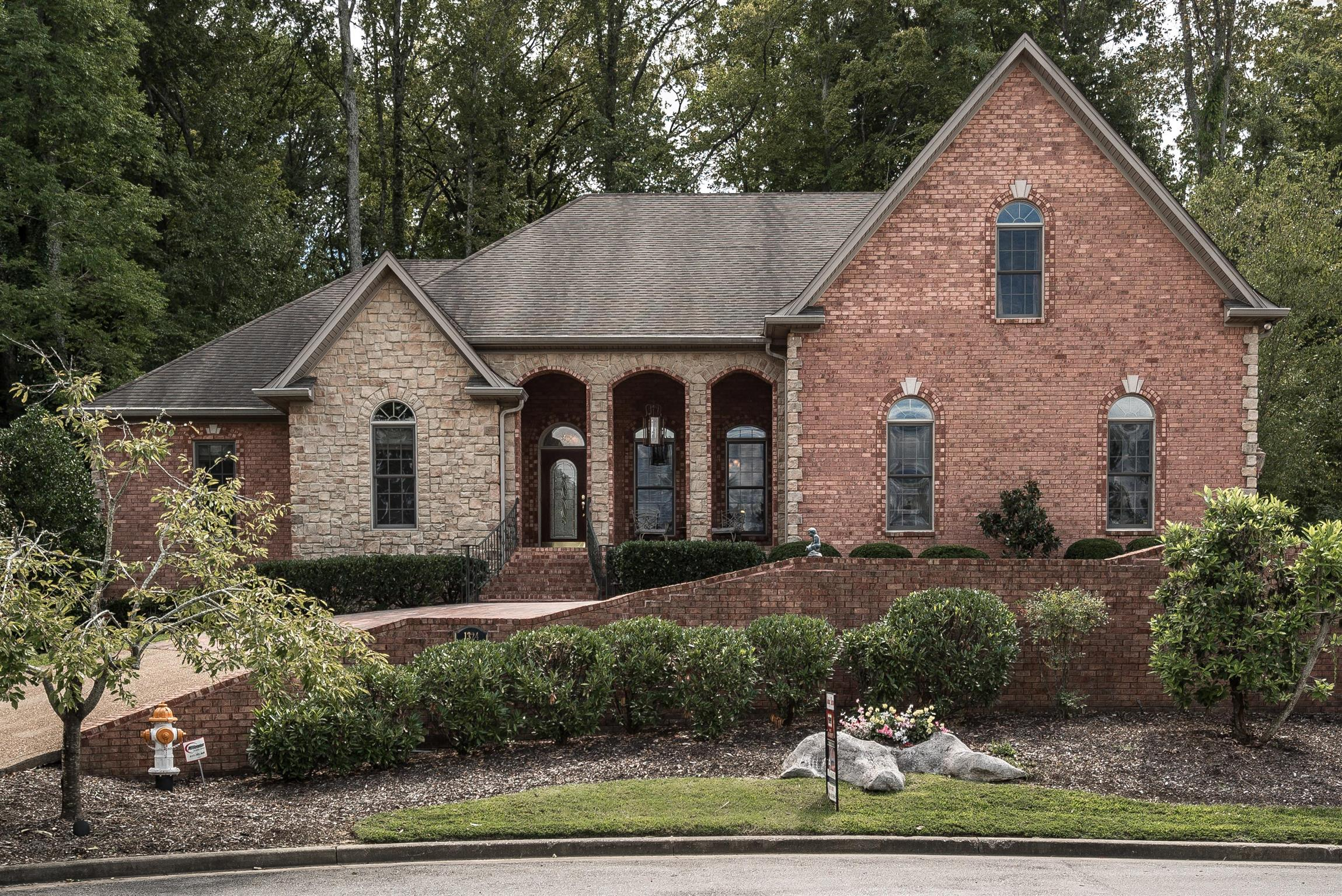 1324 Weeping Cherry Ln Hermitage, TN 37076