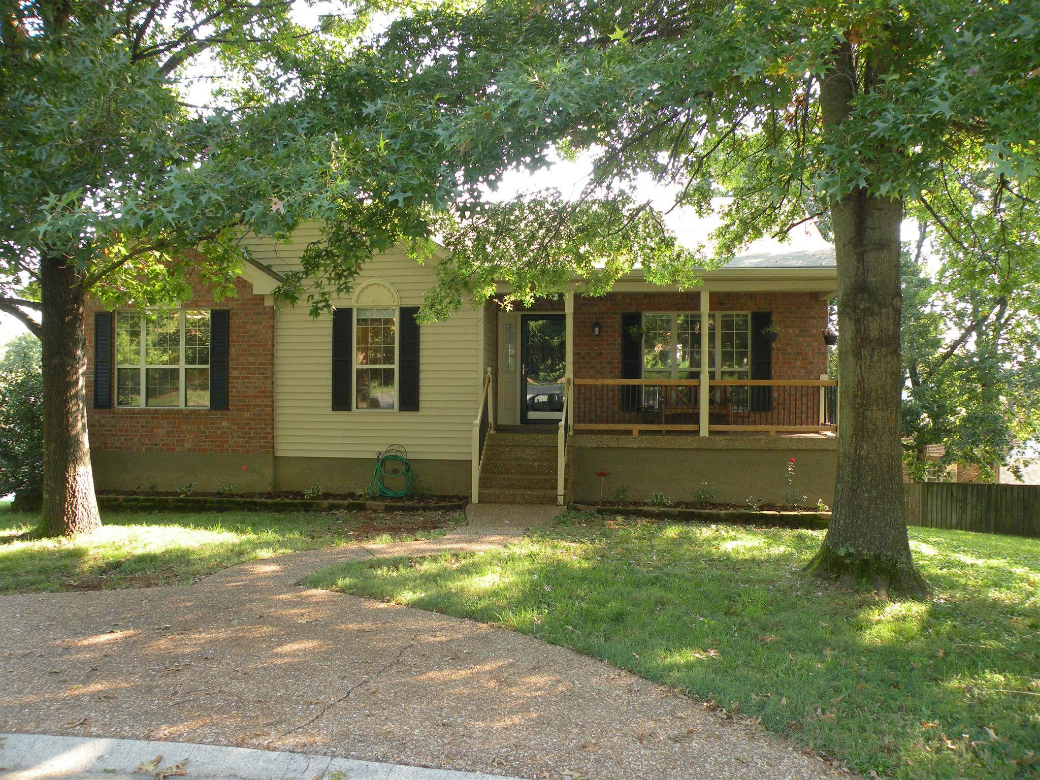 Photo of 102 Hollis Ct  Goodlettsville  TN