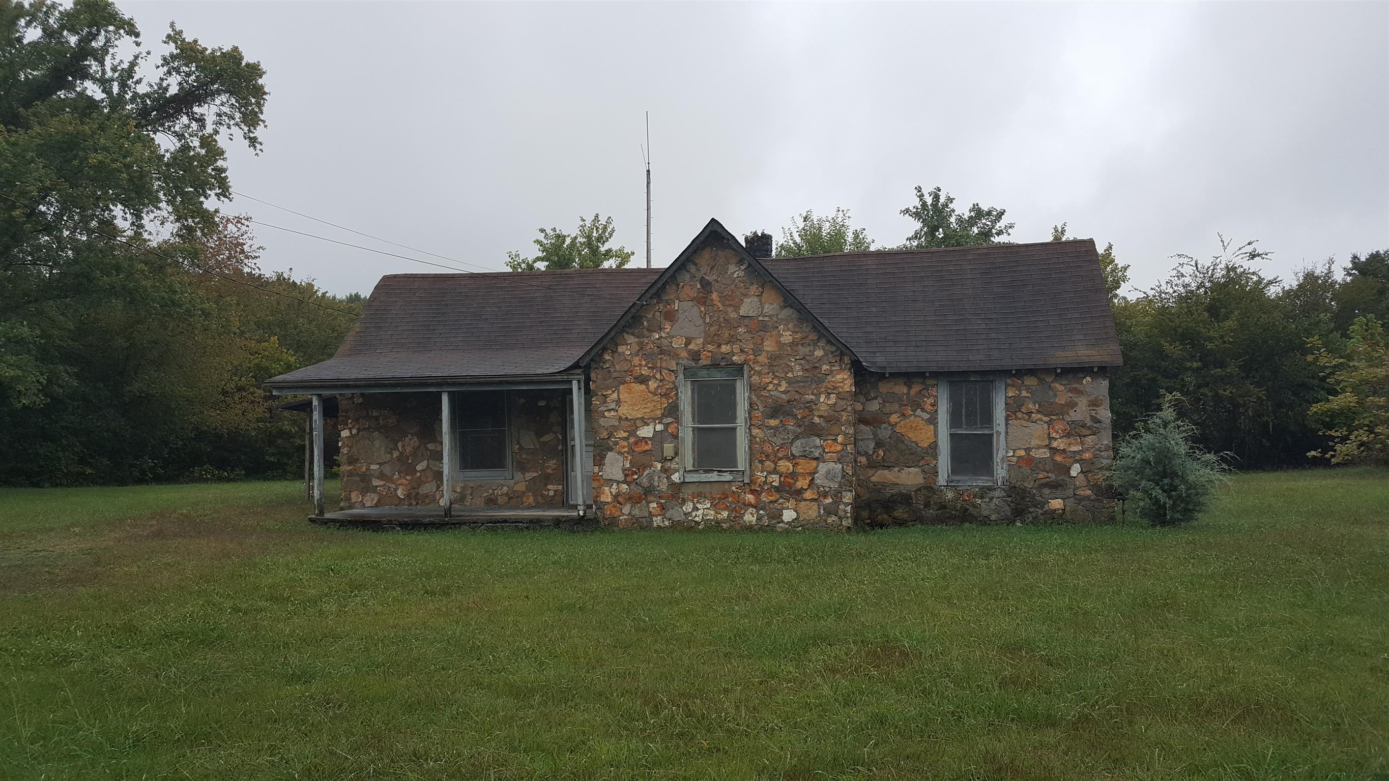 Photo of 2842 Old Greenbrier Pike  Greenbrier  TN