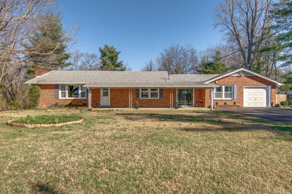 Single Story property for sale at 402 Furnace Hollow Rd, Dickson Tennessee 37055