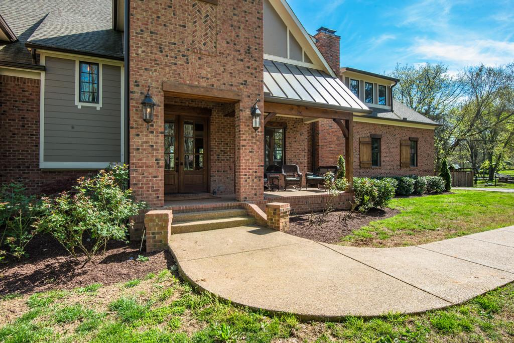 6233 Bresslyn Rd Nashville, TN 37205