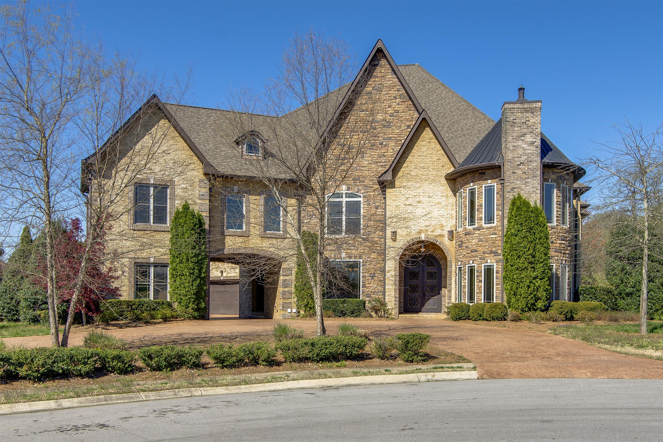 2009 Lynnhaven Ct, one of homes for sale in Mount Juliet