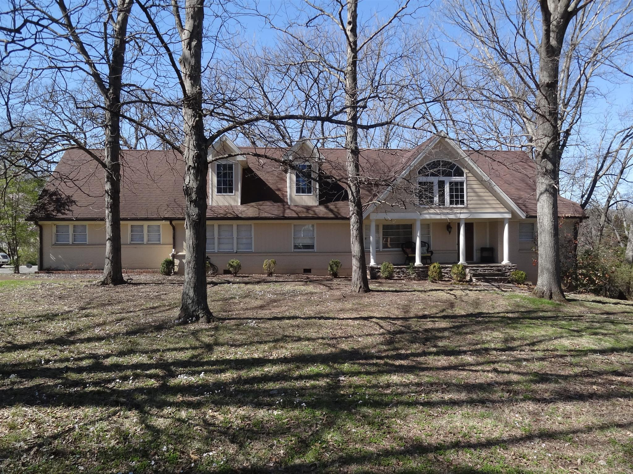 629 Brook Hollow Rd Nashville, TN 37205